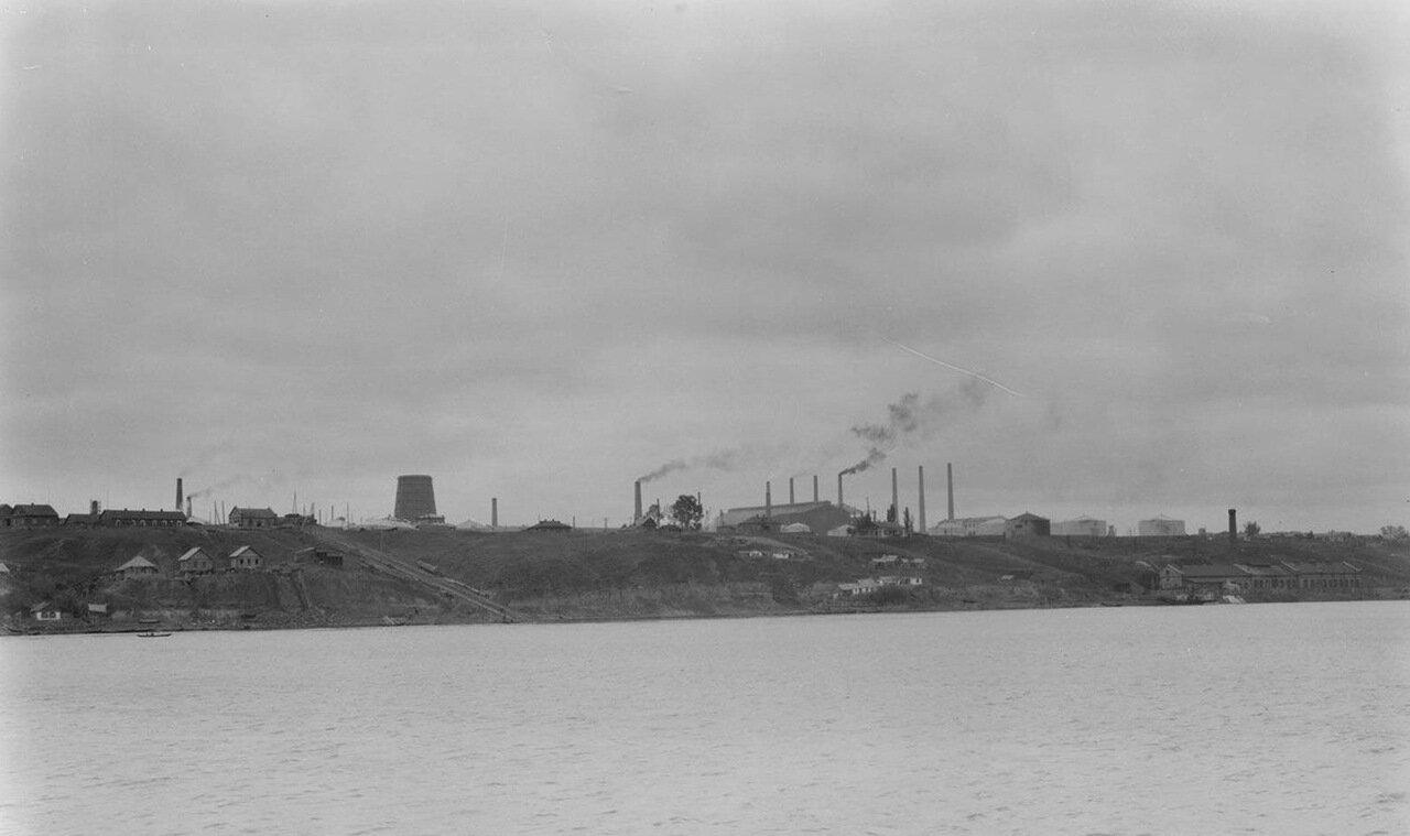 25. Вид фабрики на берегу Волги