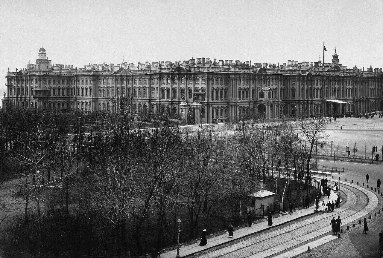 Зимний дворец со стороны Дворцовой площади