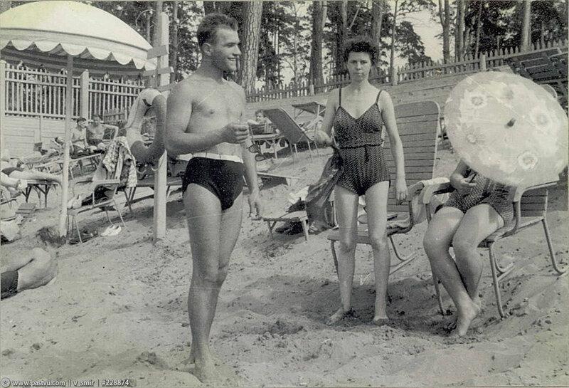 Пляж в Серебряном бору 1957 год.jpg