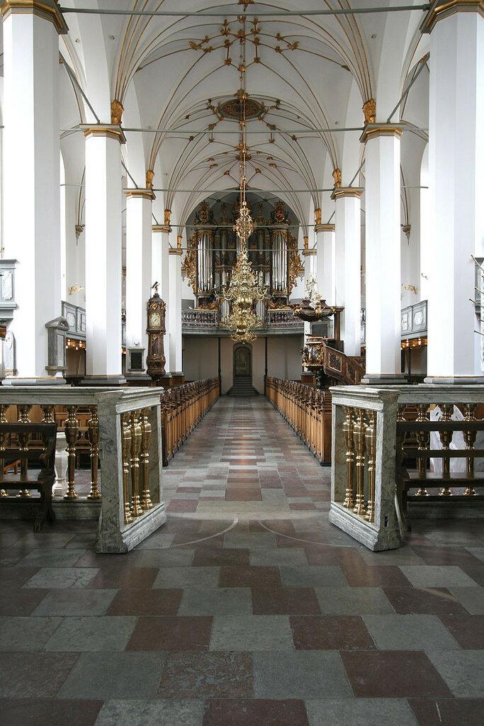 800px-Trinitatis_Kirke_Copenhagen_interior_from_altar_portrait.jpg