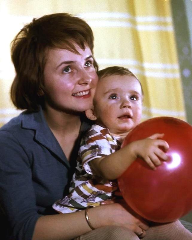 1063 Людмила Крылова с сыном Антоном Табаковым.jpg