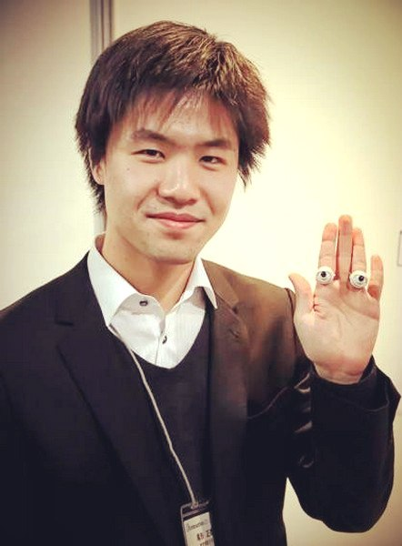 Глазастое кольцо-робот от Масаясу Огата (Masayasu Ogata)