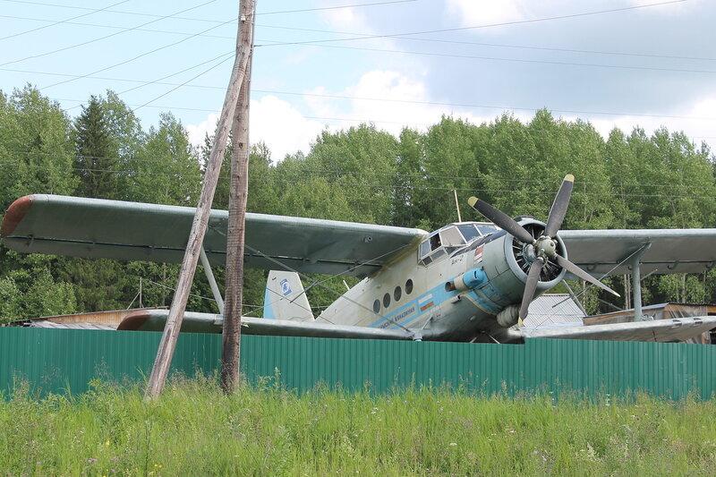 Самолёт Ан-2 на дороге из Соликамска в Чердынь.