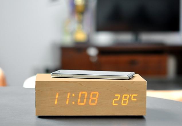 Qi зарядное устройство в виде настольных часов