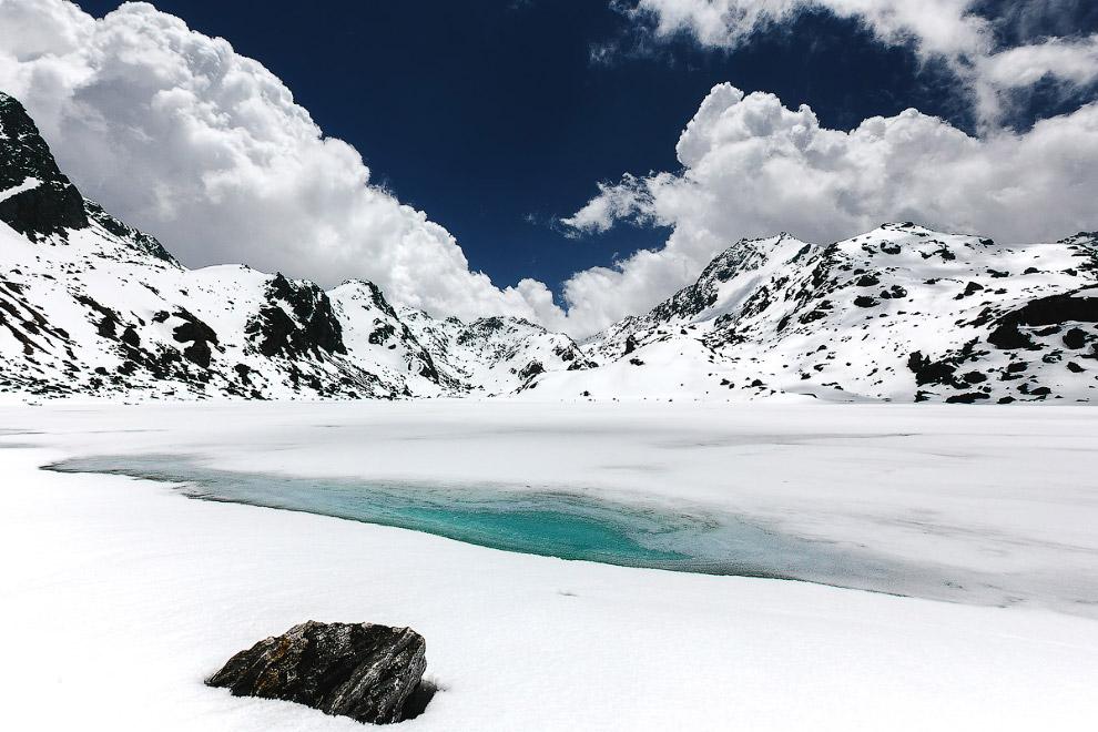 5. Путь на перевал Лауребина (4 610 м). Бескрайние снежные поля скрывают 108 священных озер.