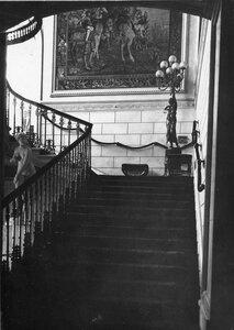Лестница в посольстве.