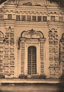 Вид окна церкви Николая Чудотворца в Столпах. Москва г.