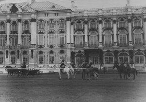 Члены императорской фамилии на плацу перед Екатерининским дворцом  в день празднования 100-летнего юбилея конвоя.