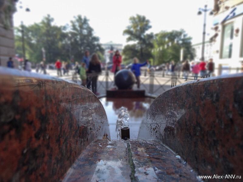 Фонтан 'Каменный шар' на Малой Садовой улице