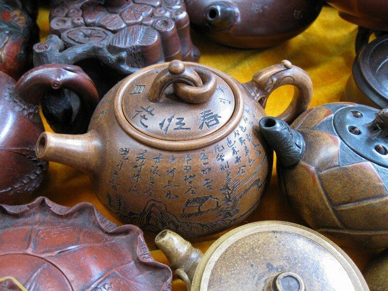 Чайник с иероглифическими надписями, рынок Паньцзяюань, Пекин
