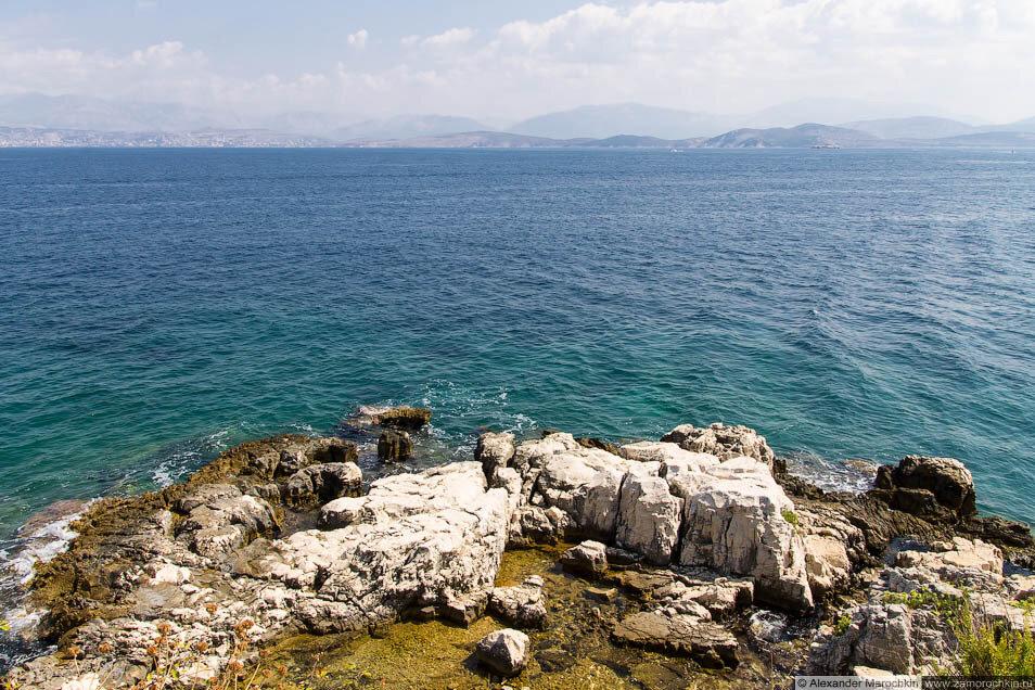 Скалы и море в Кассиопи (Корфу)