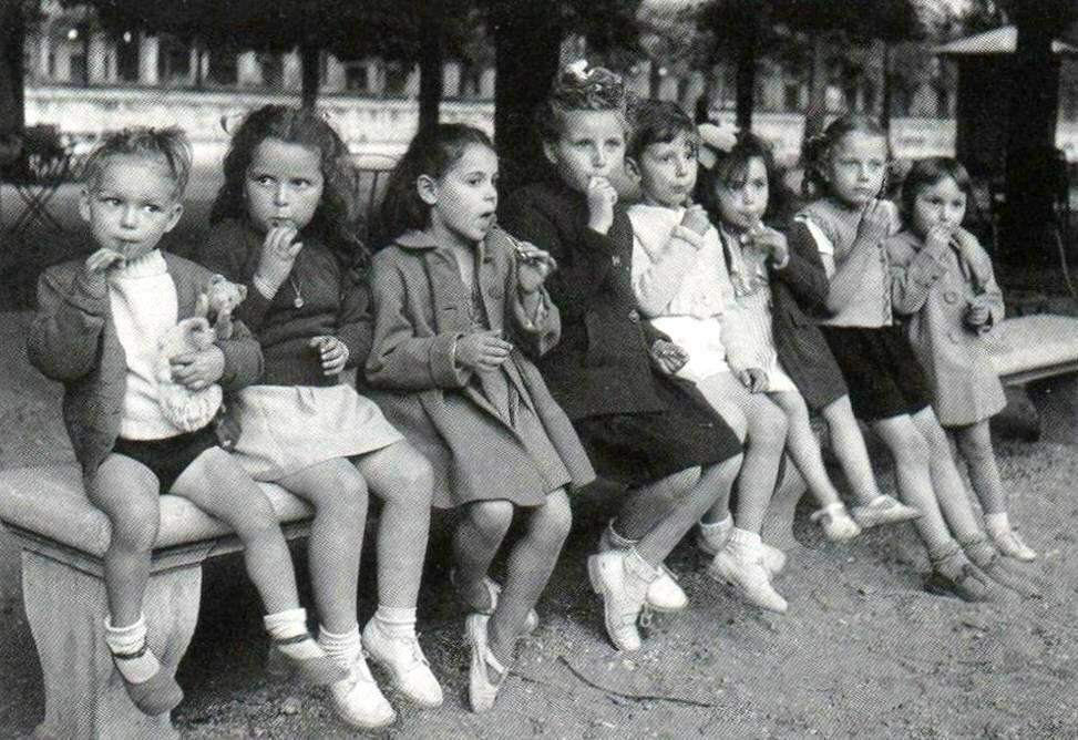 1950. Скамейка
