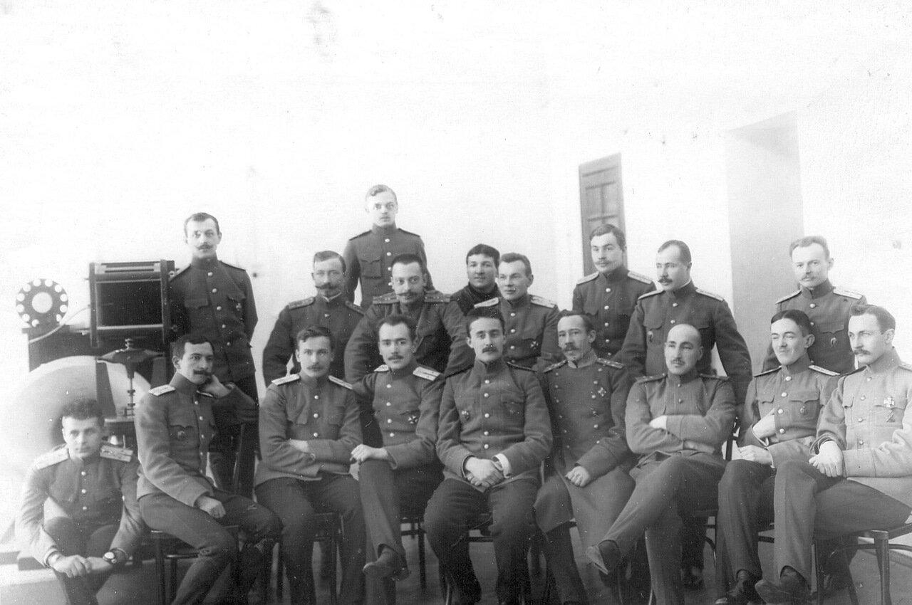 29. Группа офицеров Офицерской воздухоплавательной школы в одной из учебных аудиторий