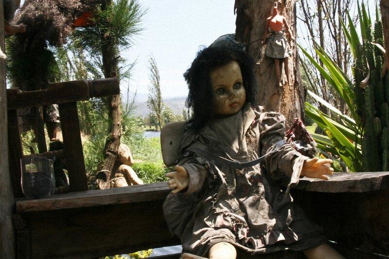 Остров кукол родом из фильма ужасов