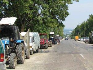 В Молдове началась забастовка фермеров – трактора на дорогах