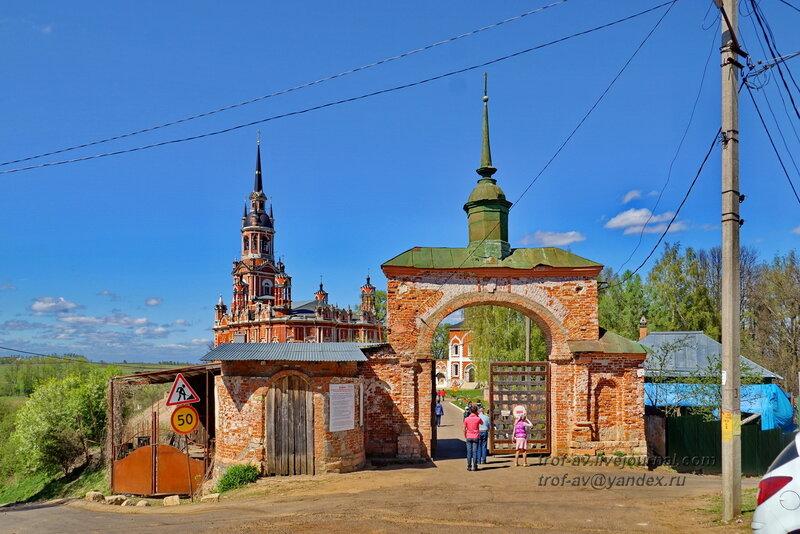 Входные ворота и Никольский собор, Можайский кремль