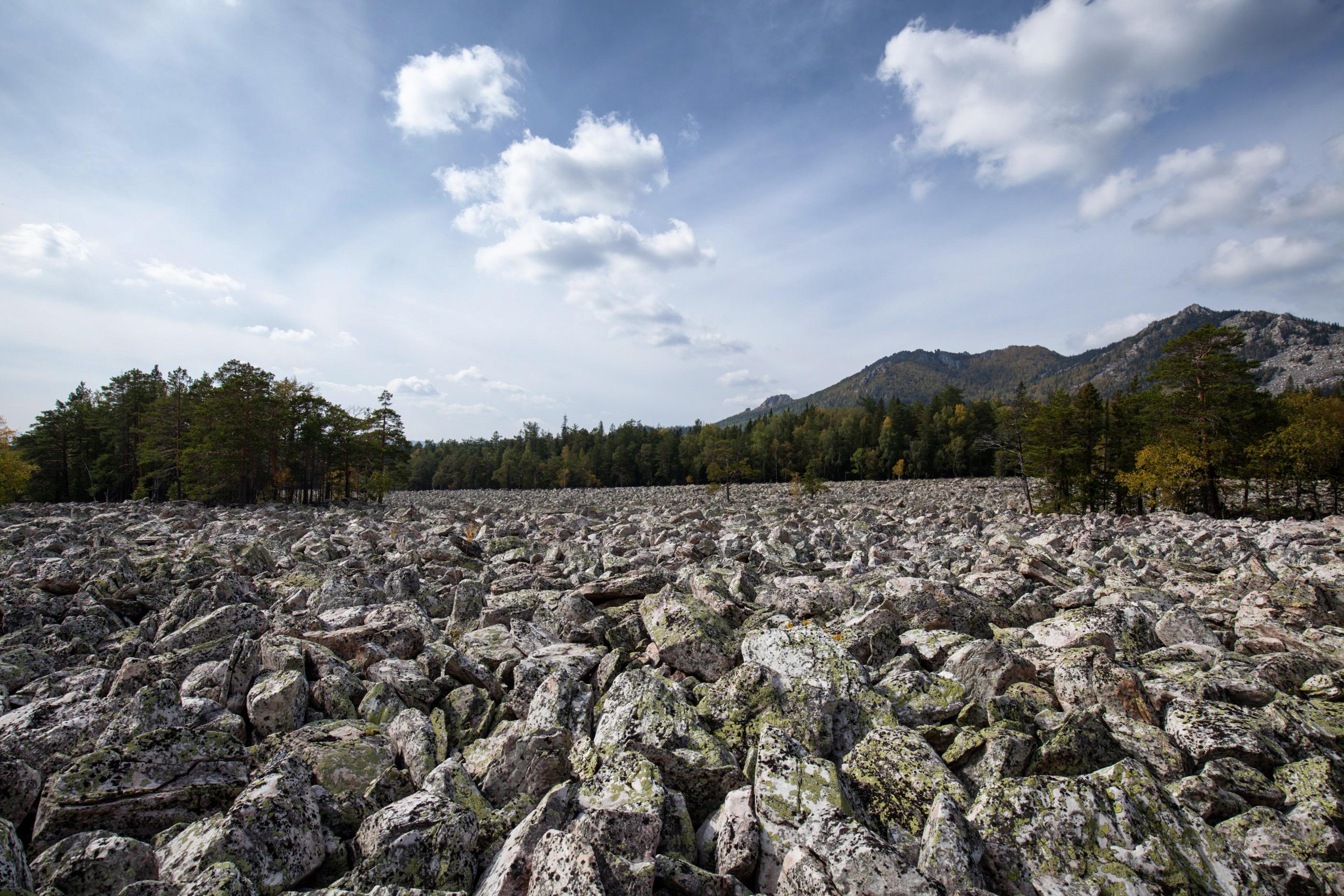 Двуглавая сопка над Большой Каменной рекой (29.09.2014)