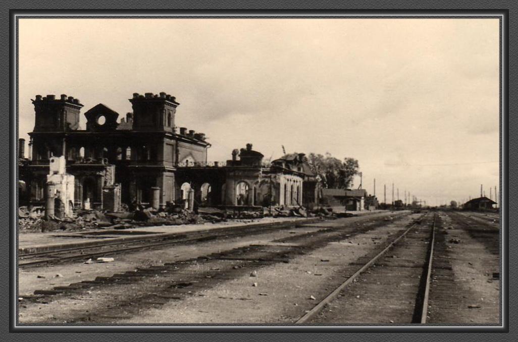01-2 Старая Русса железнодорожный вокзал.jpg