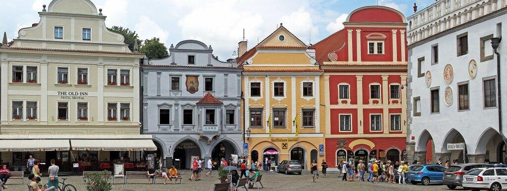Дома на площади Svarnosti (Согласия)