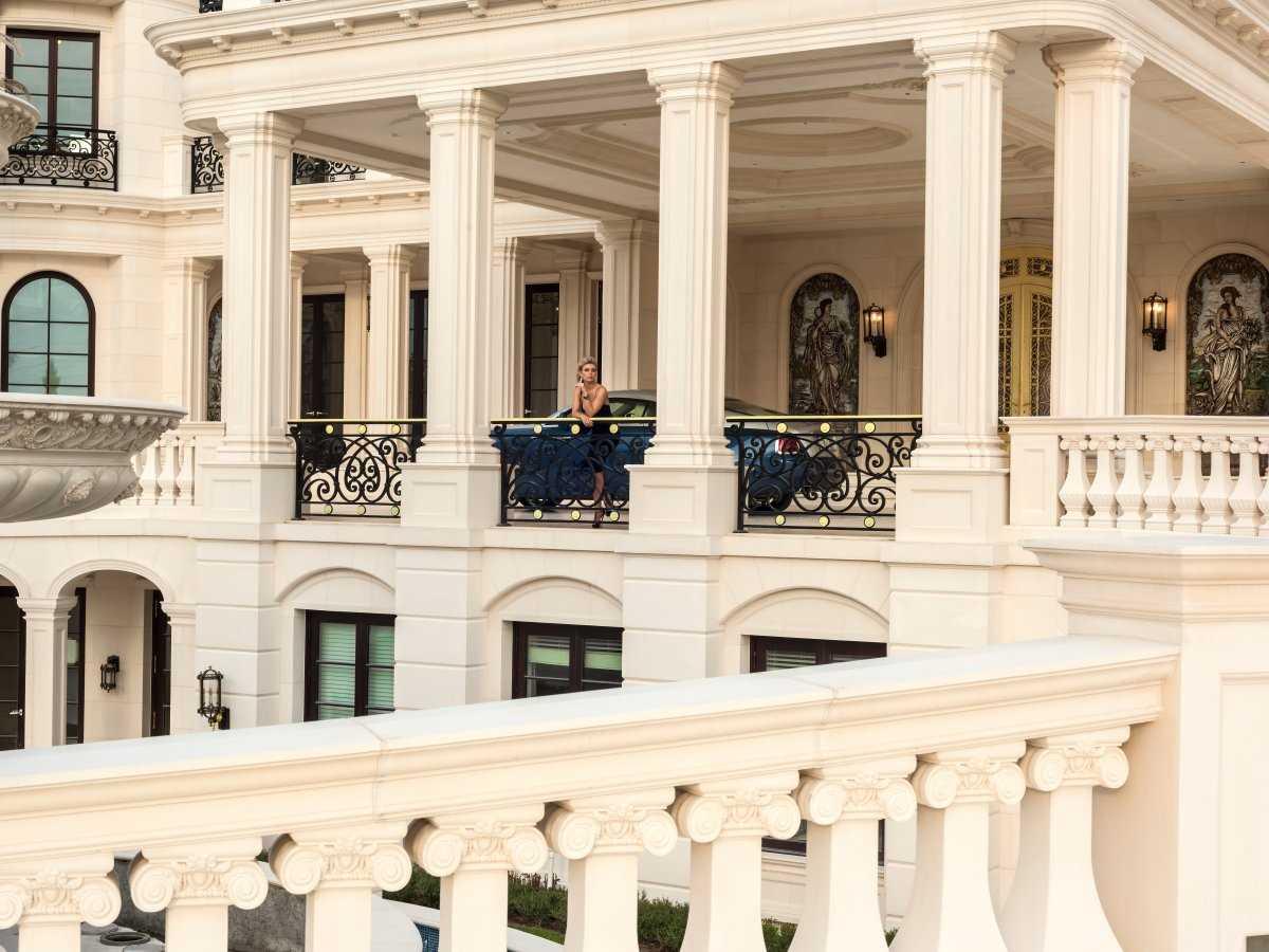 1. Le Palais Royal — роскошный мегаособняк.