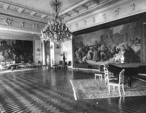 Часть зала во французском посольстве (при после Тушаре).