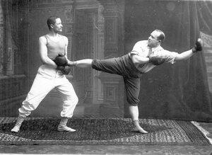 Боксеры в момент схватки на ринге (французский бокс) справа В.П.Крестьянсон, преподаватель бокса эстонского общества Санитас, слева - М.М.Антонович