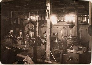 Отремонтированные моторы в помещении склада авиароты.