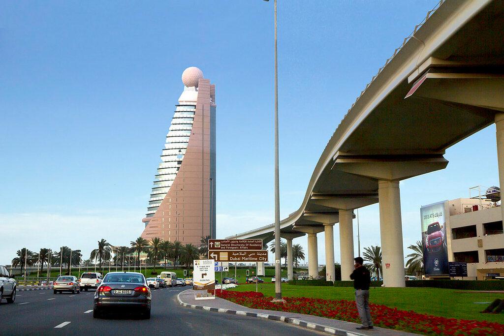 Emirados Árabes Unidos Sheikh Zayed Highway.
