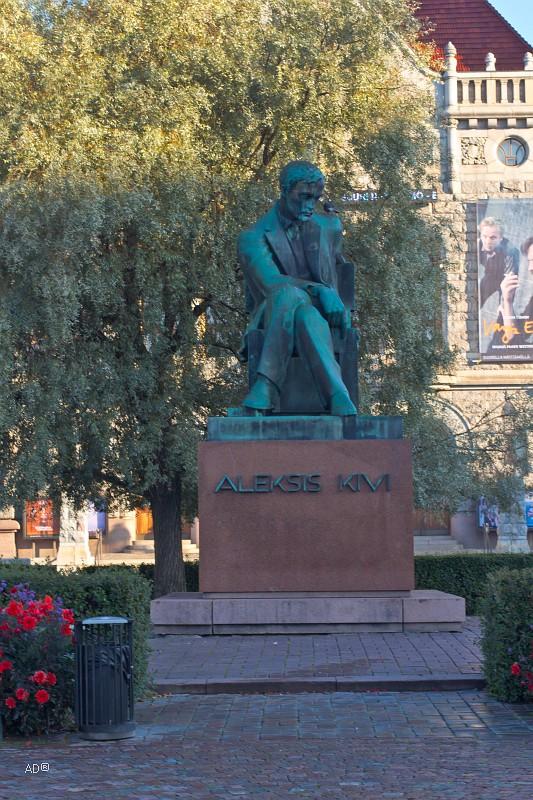 Памятник национальному финскому писателю Алексису Киви