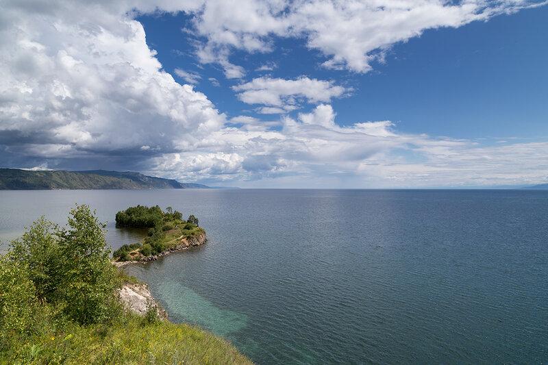 Вид на Байкал с Шаманского мыса