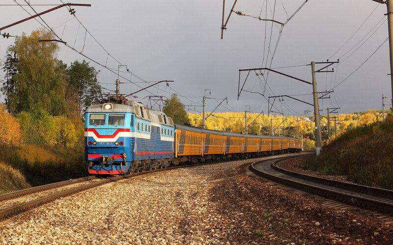 Поезд номер 2 Рига-Москва под ЧС7-073