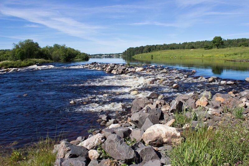 река в поселке Тивдия