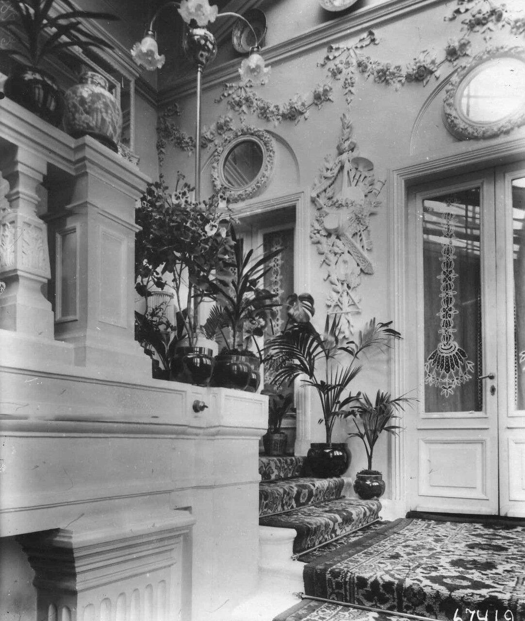 18. Вид лестницы в итальянском посольстве