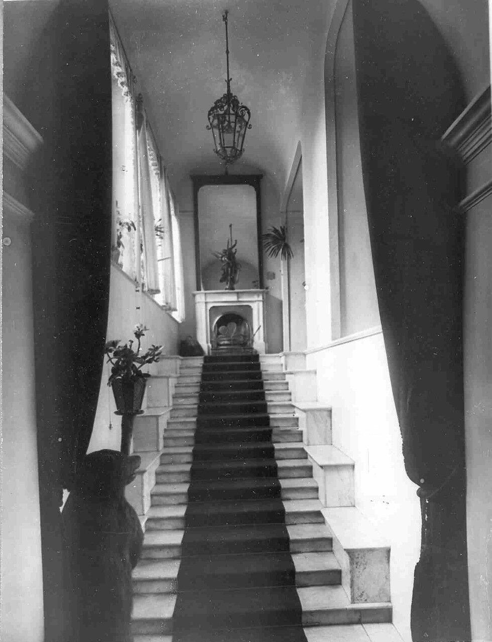 04. Вид лестницы на второй этаж в особняке И.Д.Бонштедта