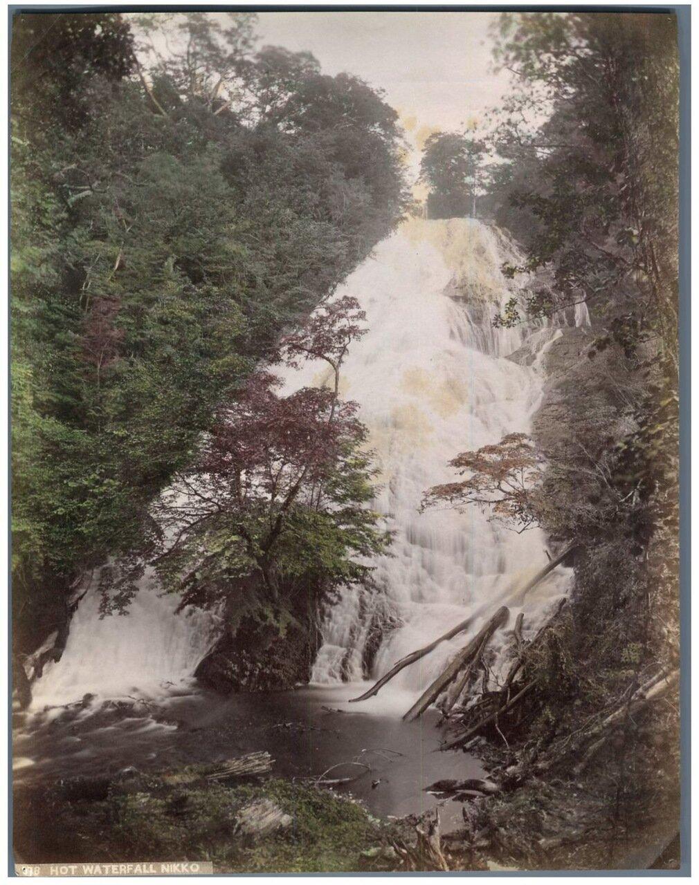 Никко. Горячий водопад