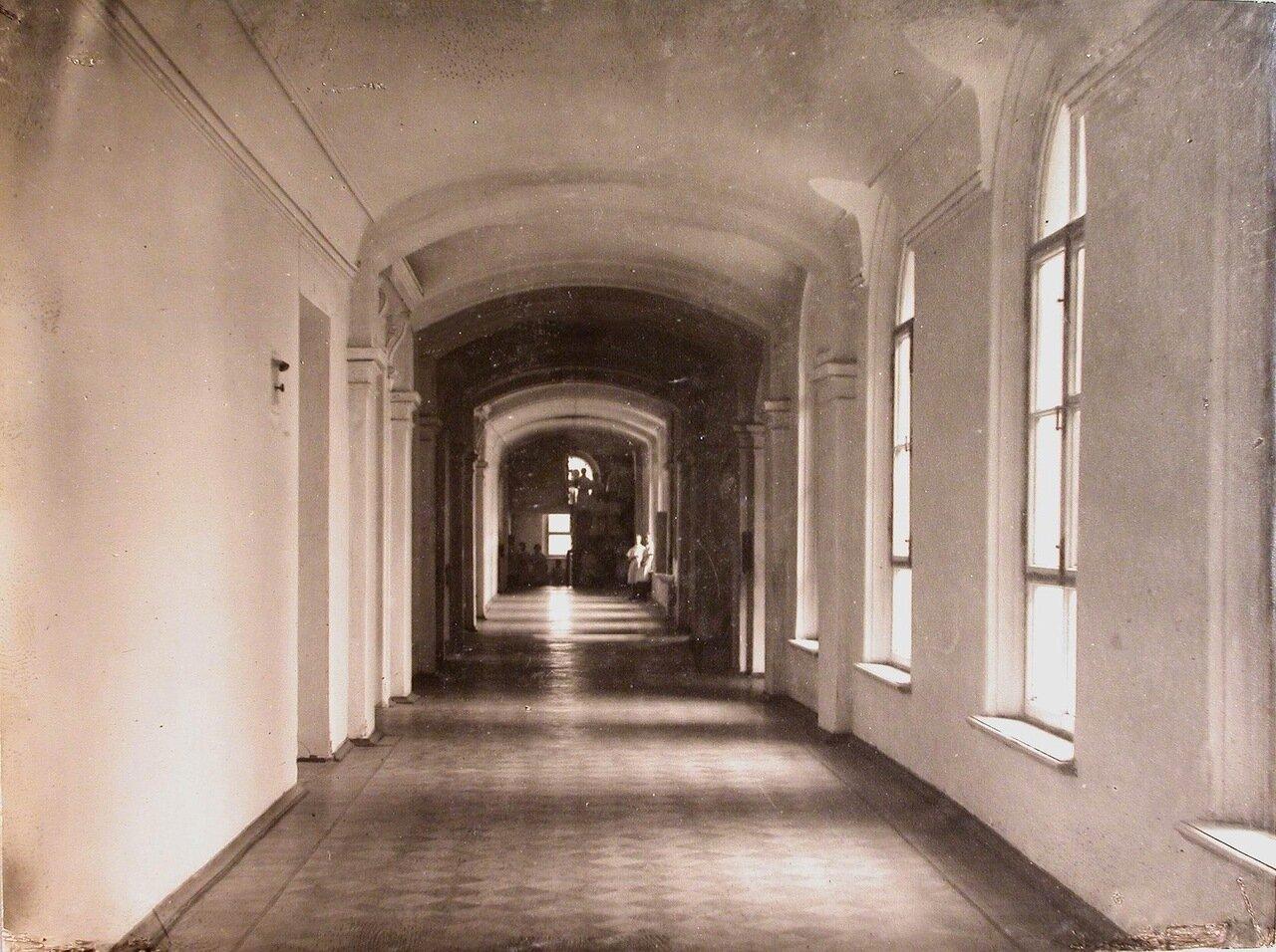 06. Вид части коридора госпиталя