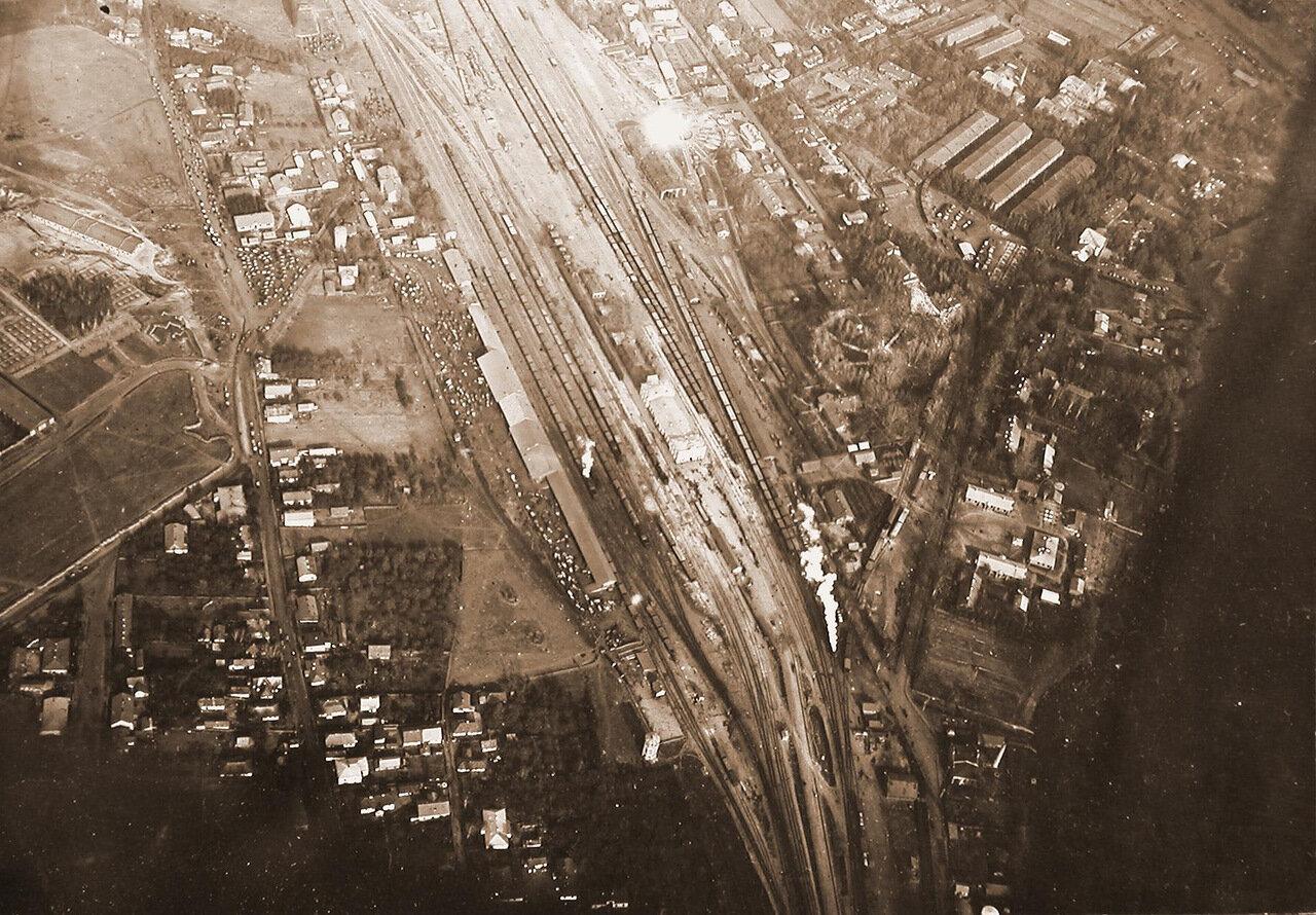 19. Вид (с самолета) на станцию города Ровно в день приезда императора Николая II. 1915 Волынская губ., район г. Ровно