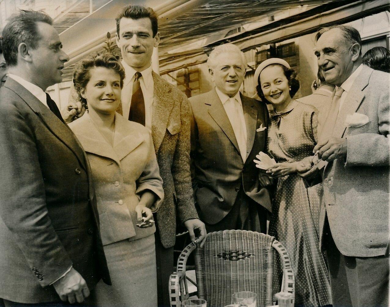 1953. Клузо с женой, Ив Монтан, Анатаоль Литвак, Оливия де Хавиленд и Шарль Ванель на Каннском фестивале