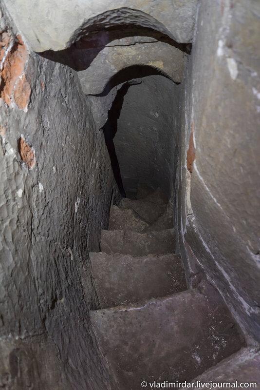Лестница к сторожевому посту Храма Преображения в дворцовом селе Остров