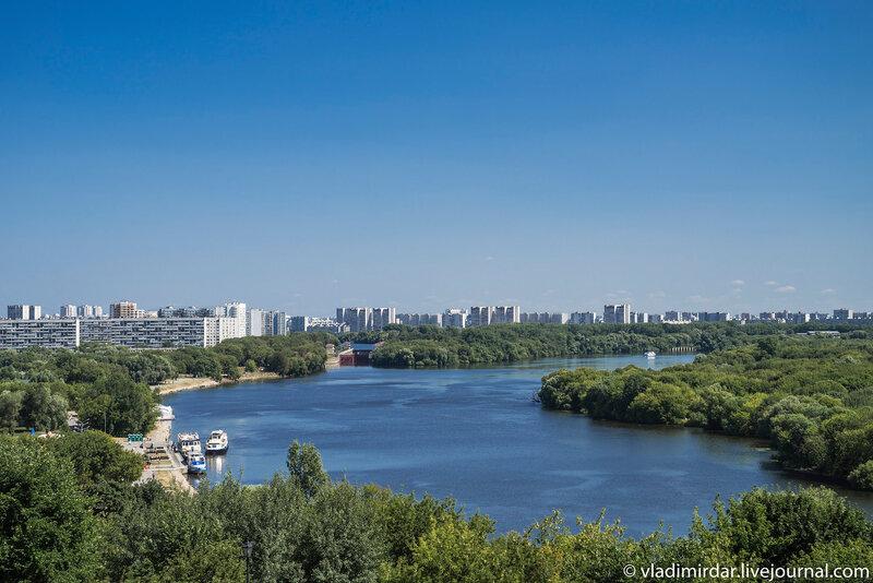 Вид на Москву-реку с отрытой галереи Церкви Вознесения в Коломенском