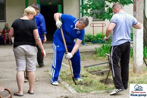Инициативная группа приводит в порядок дворы в Бельцах