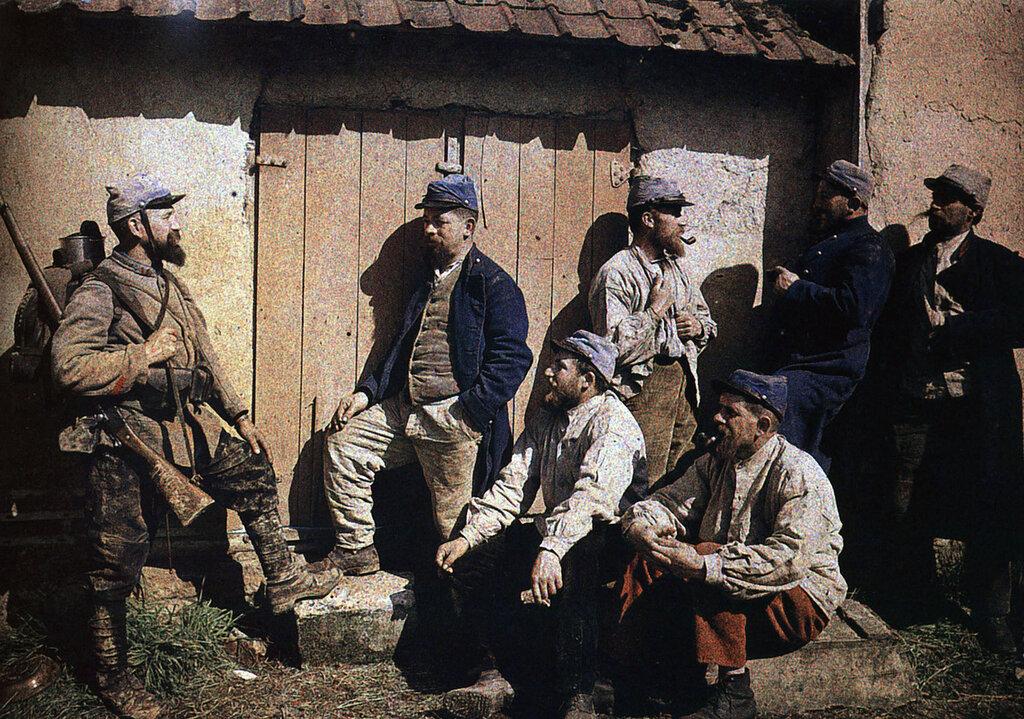 1914_Autochrome_Lumiere_Le_repos_des_soldats_francais2.jpg