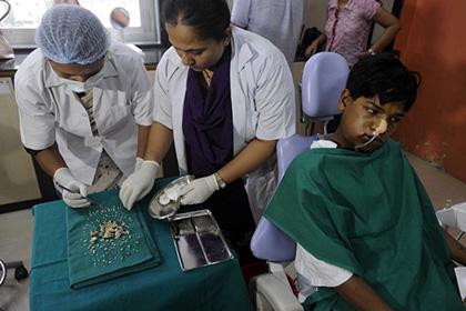 Индийскому подростку удалено хирургами 232 зуба