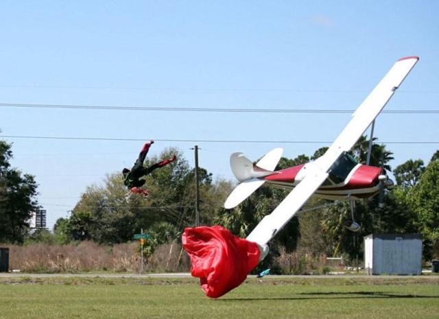 Фотографии столкновения парашютиста и самолета 0 133523 1bd48a94 orig