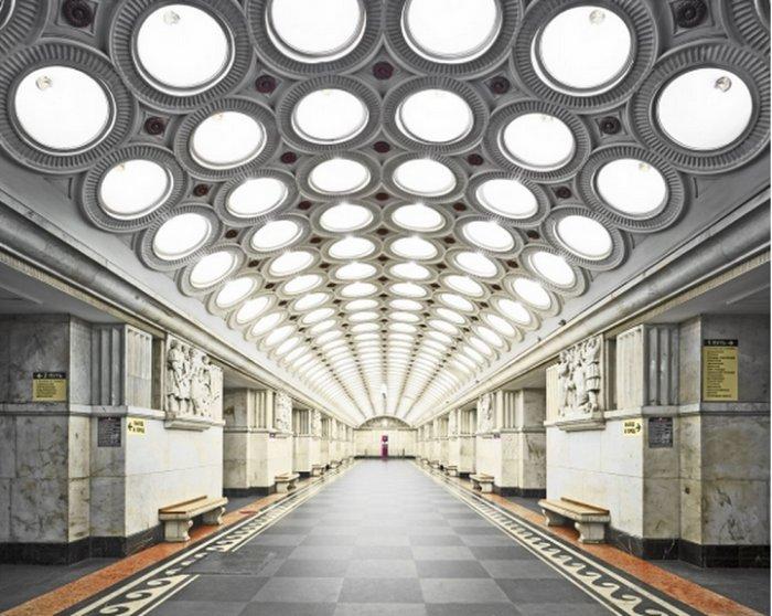 Редчайшие снимки московского и петербургского метро. Роскошь пустынных залов