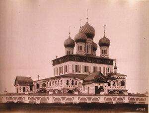 Вид юго-западного фасада Воскресенского собора на Борисоглебской стороне (построен в 1652-1678 гг.) Ярославская губ.