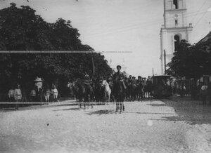 Смотр сотни  конвоя  в царской ставке перед отправлением на фронт.