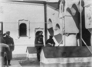Наследник цесаревич Алексей и полковник полка Д.Н.Ломан у здания Федоровского собора иконы Божией Матери.