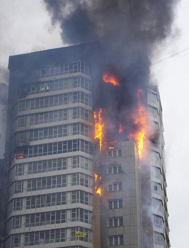 Горят все 25 этажей