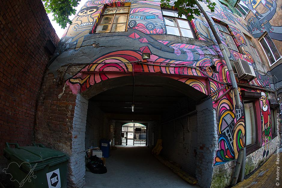 Граффити во дворе дома Андрея Стафиери